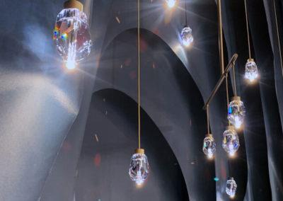 Die Vibrant Pendant Lampe überzeugt mit ihren luxuriösen LED-Kristallbeleuchtungen